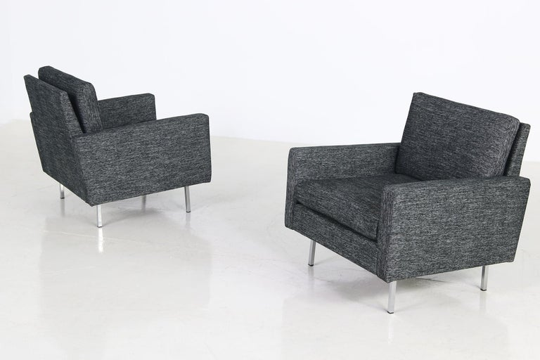 Beautiful pair of 1960s lounge chairs, by Florence Knoll, model 25 BC for Knoll Int. with new upholstery and covered with a beautiful high quality dark grey/black/white woven fabric.