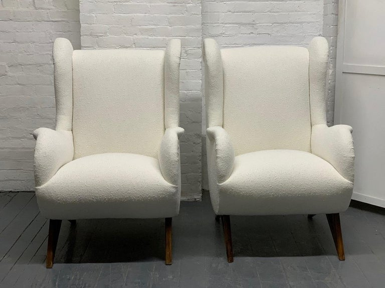 Pair of 1960s Italian lounge chairs in the style of Marco Zanuso. The chairs have solid walnut legs with Boucle fabric.