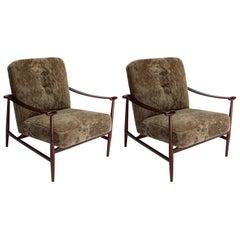 Pair of 1960s Liceu de Artes Brazilian Wood Armchairs in Tan Sheepskin
