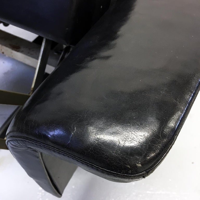 Pair of 1960s Mid-Century Modern Black Leather Reclining Lay-Z-Boy Lounge Chairs For Sale 4