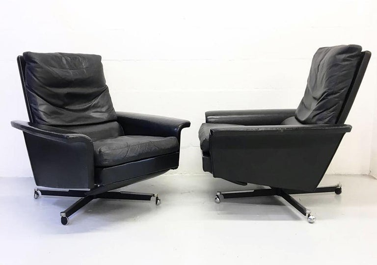 Superb pair of 1960s European modern black leather reclining 'Lay-z-boy' lounge chairs. Designer and manufacturer unknown but these are the third pair I have owned in the last 15 years all of which were sourced in Germany.