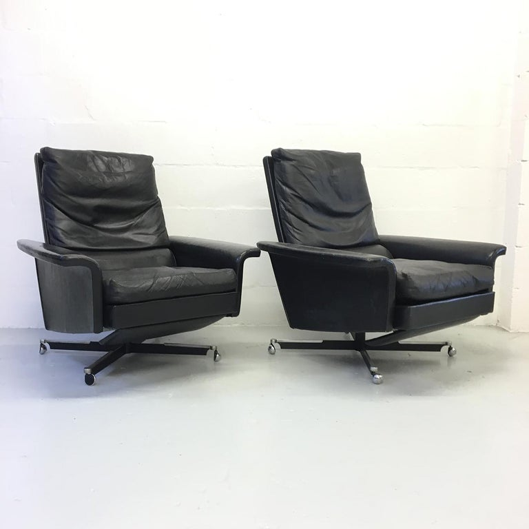 German Pair of 1960s Mid-Century Modern Black Leather Reclining Lay-Z-Boy Lounge Chairs For Sale
