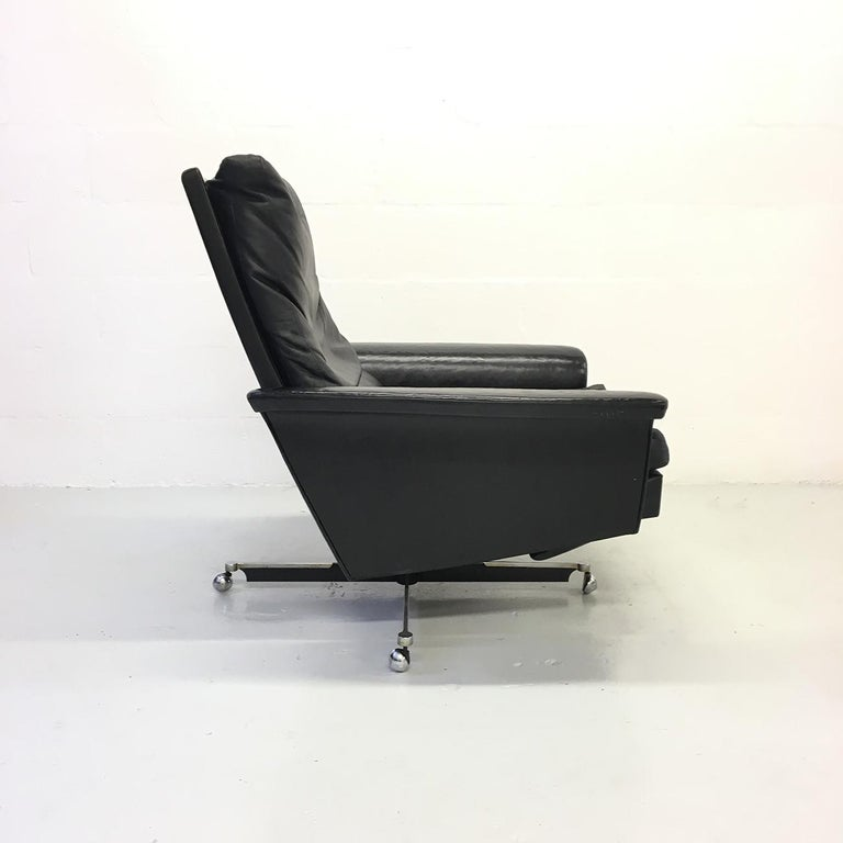 Steel Pair of 1960s Mid-Century Modern Black Leather Reclining Lay-Z-Boy Lounge Chairs For Sale