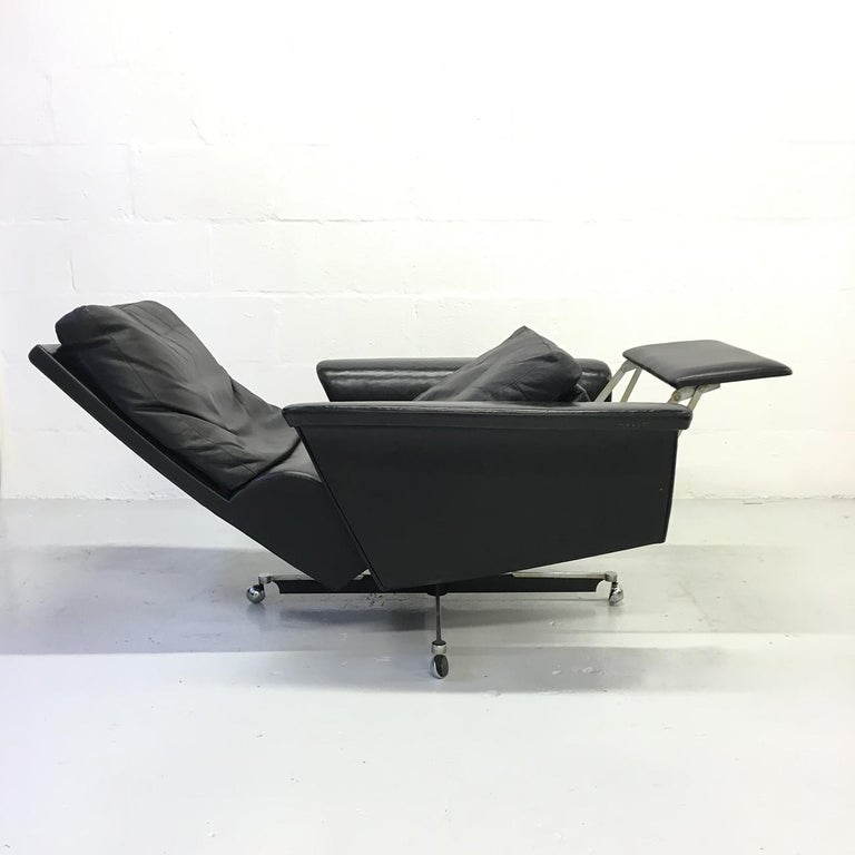 Pair of 1960s Mid-Century Modern Black Leather Reclining Lay-Z-Boy Lounge Chairs For Sale 2