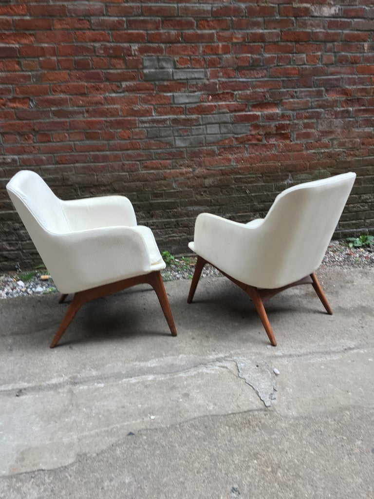 Mid-Century Modern Pair of 1960s Modernist Armchairs For Sale