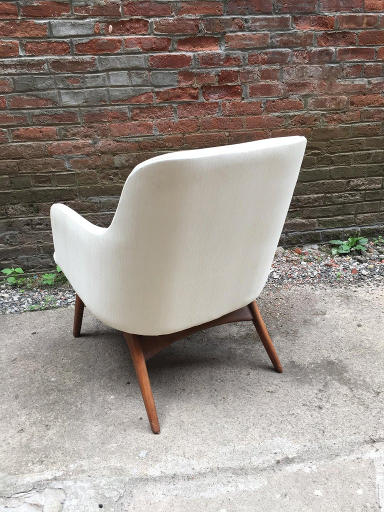Pair of 1960s Modernist Armchairs For Sale 1