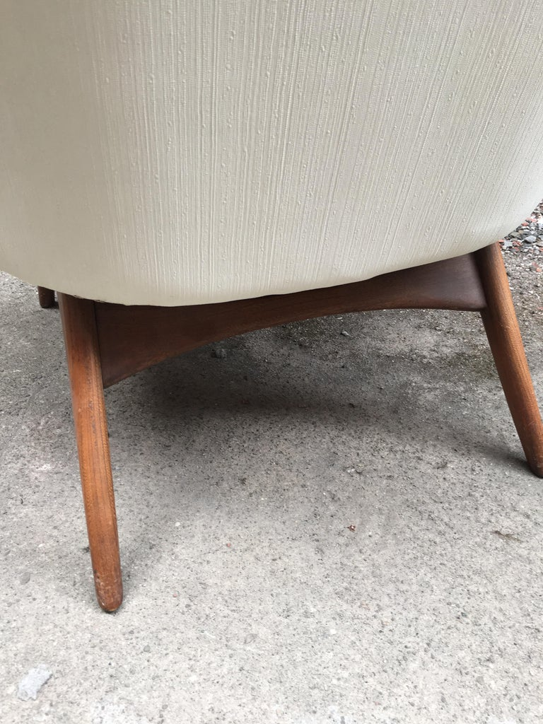 Pair of 1960s Modernist Armchairs For Sale 2