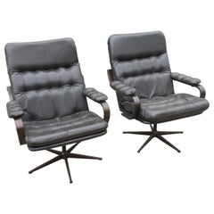 Pair of 1970s Classic Lounge Chairs