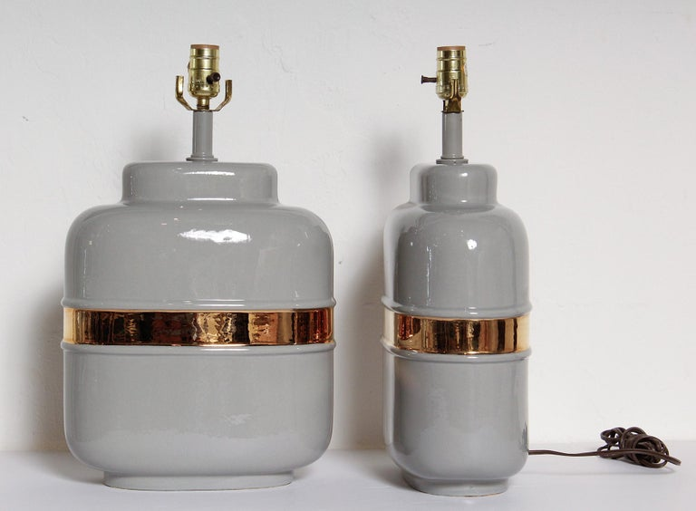 Pair of 1970s American Modernist Lamps in Grey Ceramic with 24-Karat Gold Glaze In Good Condition For Sale In North Miami, FL