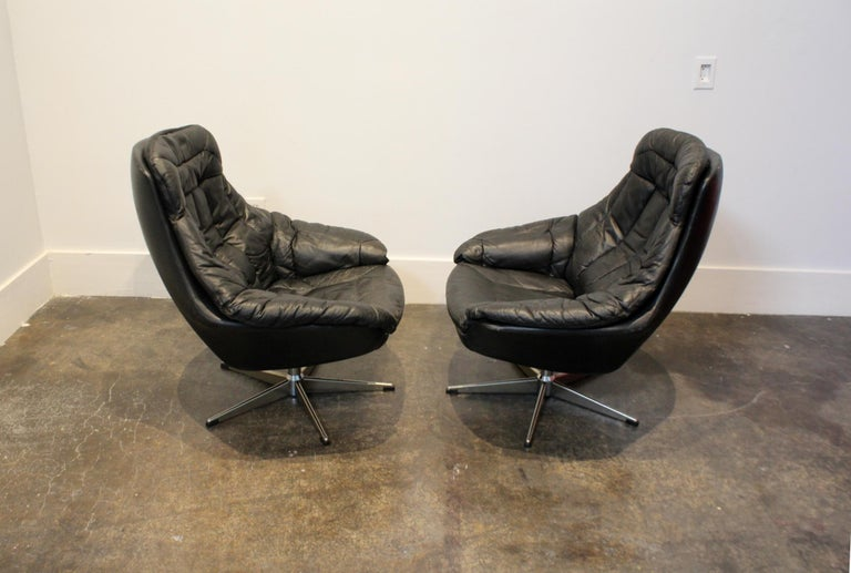 20th Century Pair of 1970s Danish Leather Lounge Chairs and Ottoman by H.W. Klein for Bramin For Sale