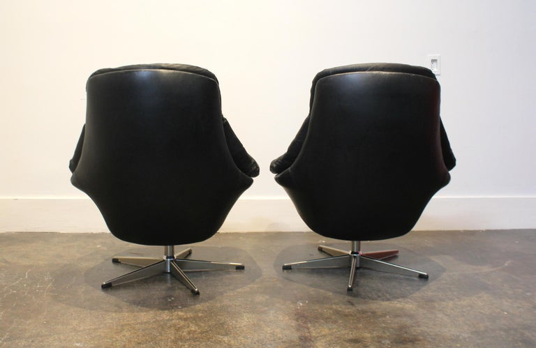 Pair of 1970s Danish Leather Lounge Chairs and Ottoman by H.W. Klein for Bramin For Sale 1