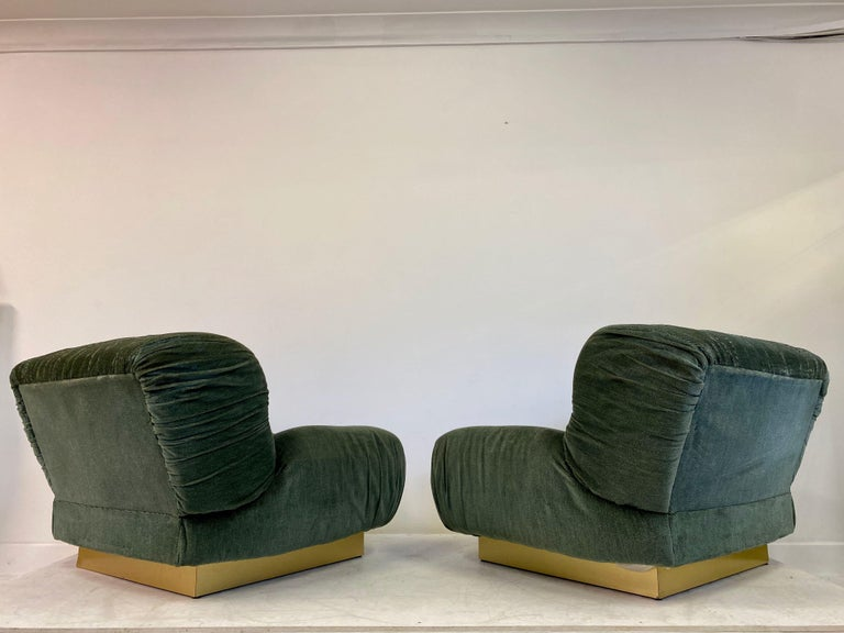 20th Century Pair of 1970s Italian Green Velvet and Brass Lounge Chairs For Sale
