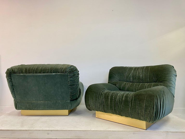 Pair of 1970s Italian Green Velvet and Brass Lounge Chairs For Sale 1
