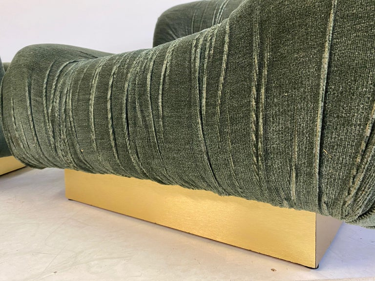 Pair of 1970s Italian Green Velvet and Brass Lounge Chairs For Sale 2