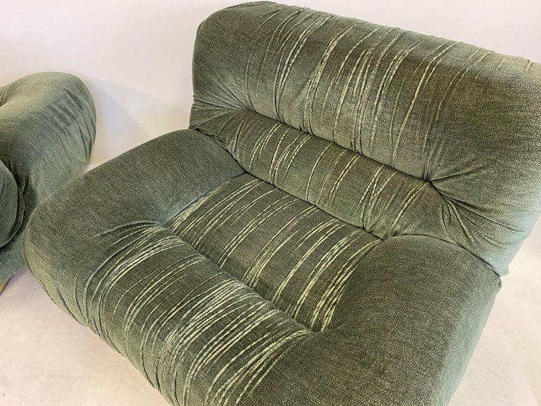 Pair of 1970s Italian Green Velvet and Brass Lounge Chairs For Sale 3