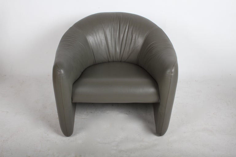 Mid-Century Modern Pair of 1970s Metropolitan Furniture Company Leather Lounge Chairs For Sale