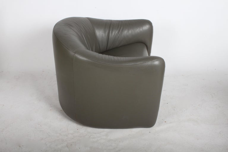 Pair of 1970s Metropolitan Furniture Company Leather Lounge Chairs In Good Condition For Sale In St. Louis, MO
