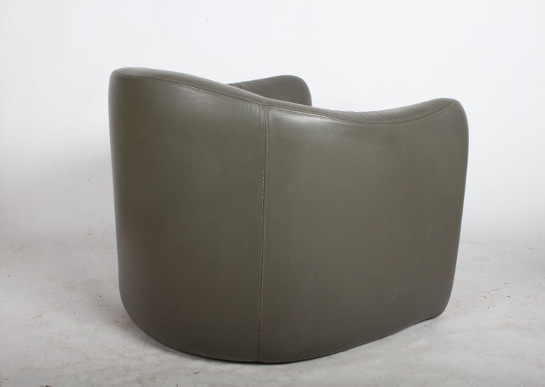 Pair of 1970s Metropolitan Furniture Company Leather Lounge Chairs For Sale 1