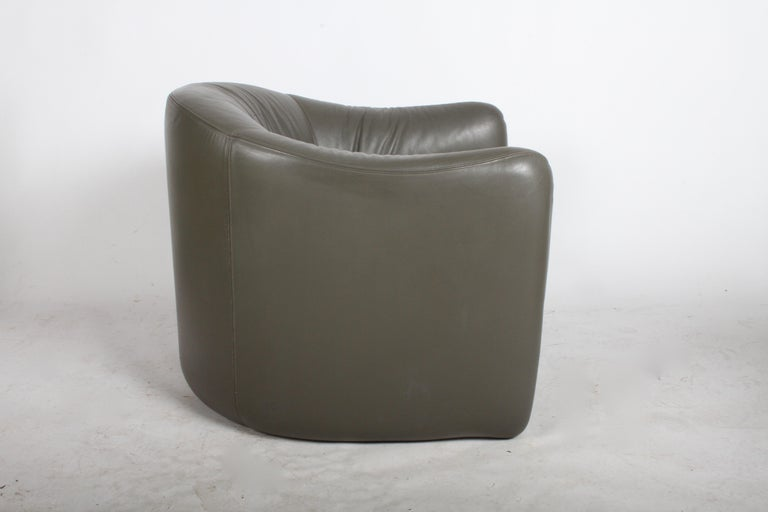 Pair of 1970s Metropolitan Furniture Company Leather Lounge Chairs For Sale 2