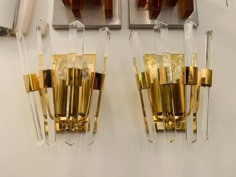 Mid-Century Modern Pair of 1970s Oscar Torlasco Golden Crystal Wall Lights For Sale