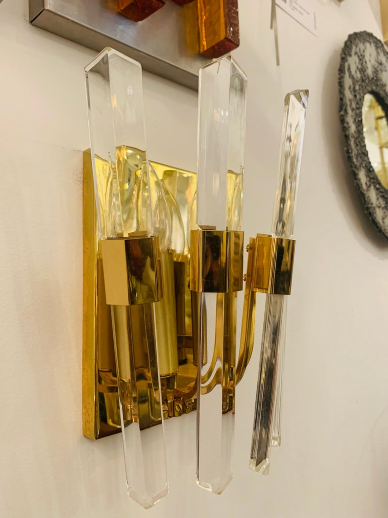 Pair of 1970s Oscar Torlasco Golden Crystal Wall Lights In Excellent Condition For Sale In New York, NY