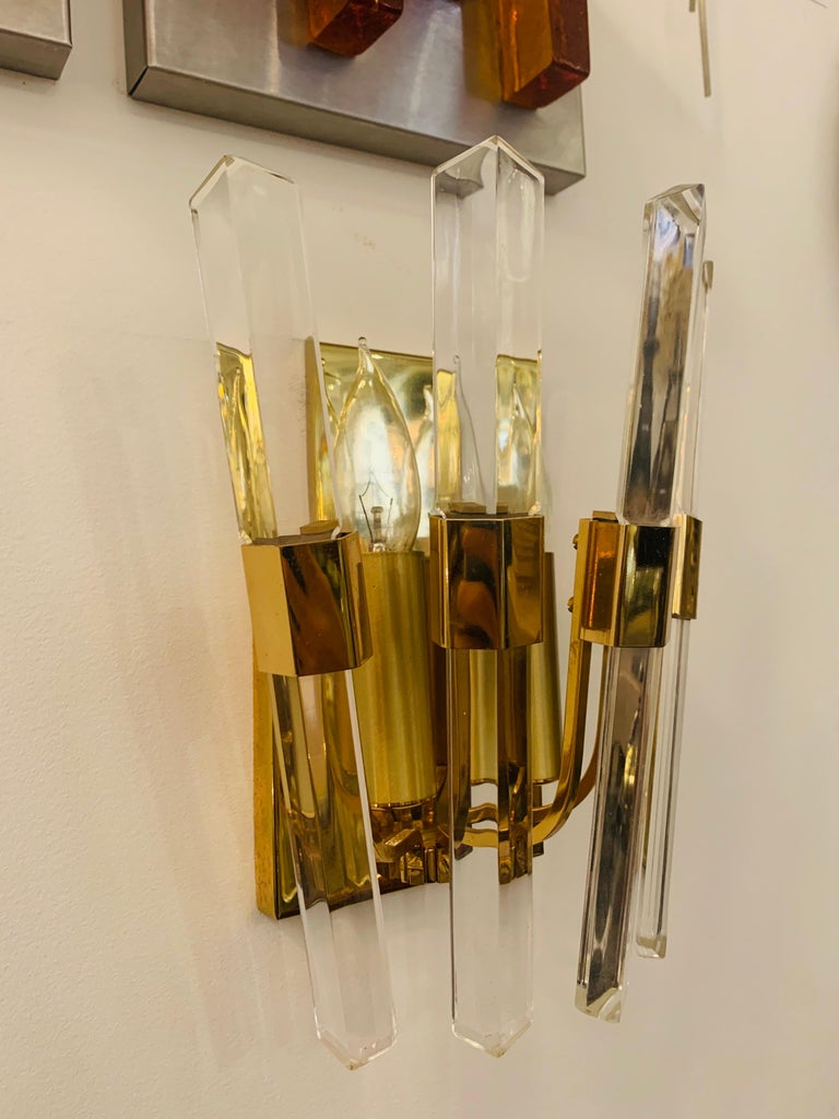 Late 20th Century Pair of 1970s Oscar Torlasco Golden Crystal Wall Lights For Sale