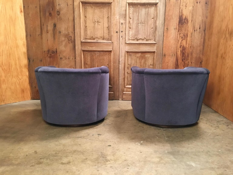 Pair of 1970s Swivel Club Chairs For Sale 3