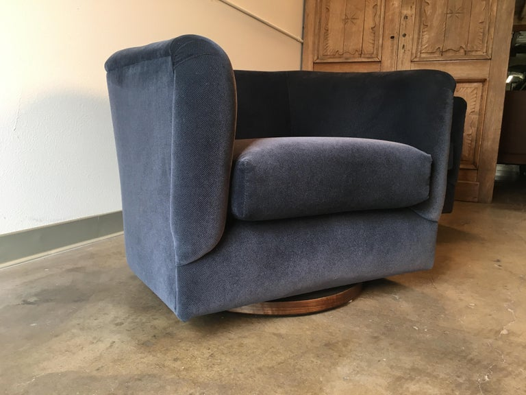 Pair of 1970s Swivel Club Chairs For Sale 4
