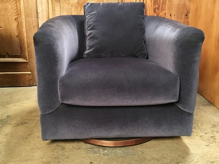 Pair of 1970s Swivel Club Chairs For Sale 5