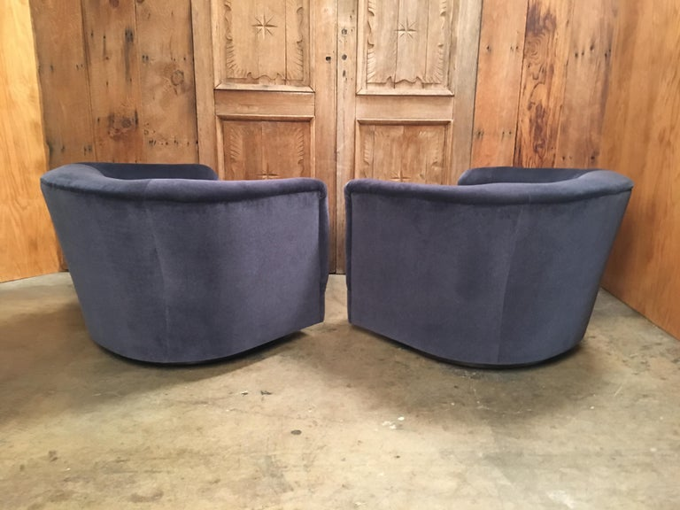 Mid-Century Modern Pair of 1970s Swivel Club Chairs For Sale