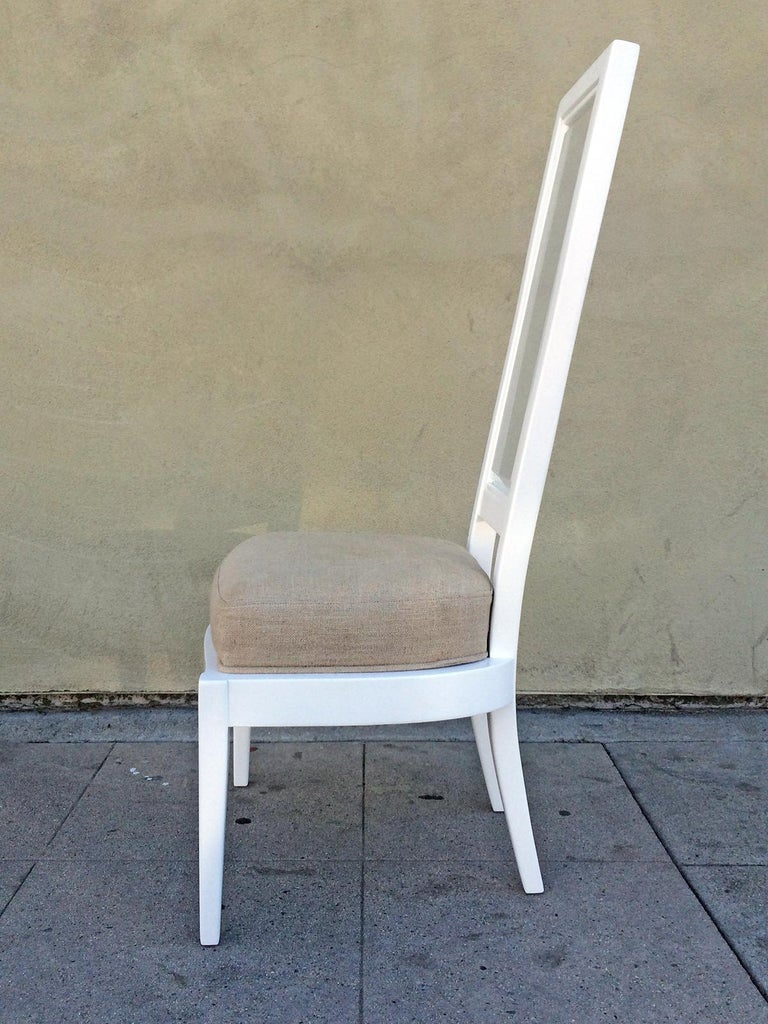 Mid-Century Modern Pair of 1970s White Lacquer and Lucite Dining Chairs For Sale