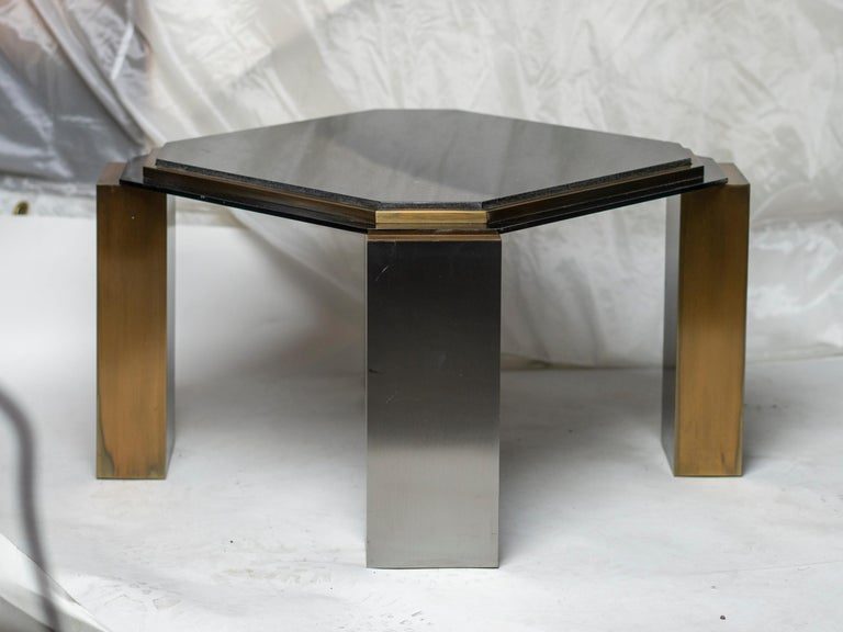 Pair of 1980's Modernist Low Tables in Enameled Steel and Patinated Brass In Good Condition For Sale In Montreal, QC