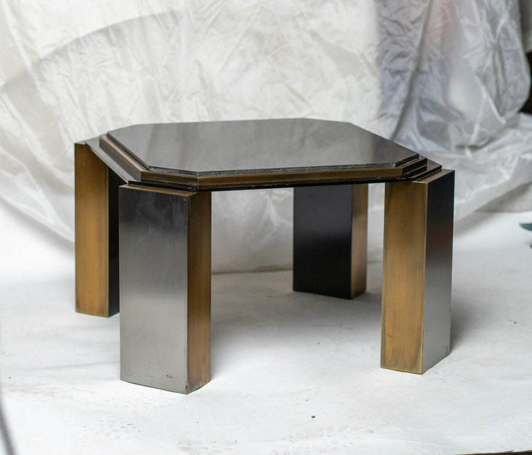 Late 20th Century Pair of 1980's Modernist Low Tables in Enameled Steel and Patinated Brass For Sale
