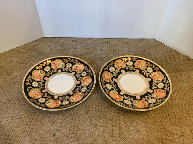 Pair of 19th-20th Century English Porcelain Dinner Plates, Unmarked In Good Condition For Sale In Atlanta, GA