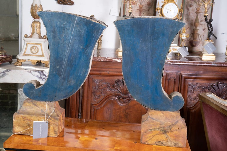 Pair of 19th Century Decorative Tole Planters In Good Condition For Sale In New Orleans, LA