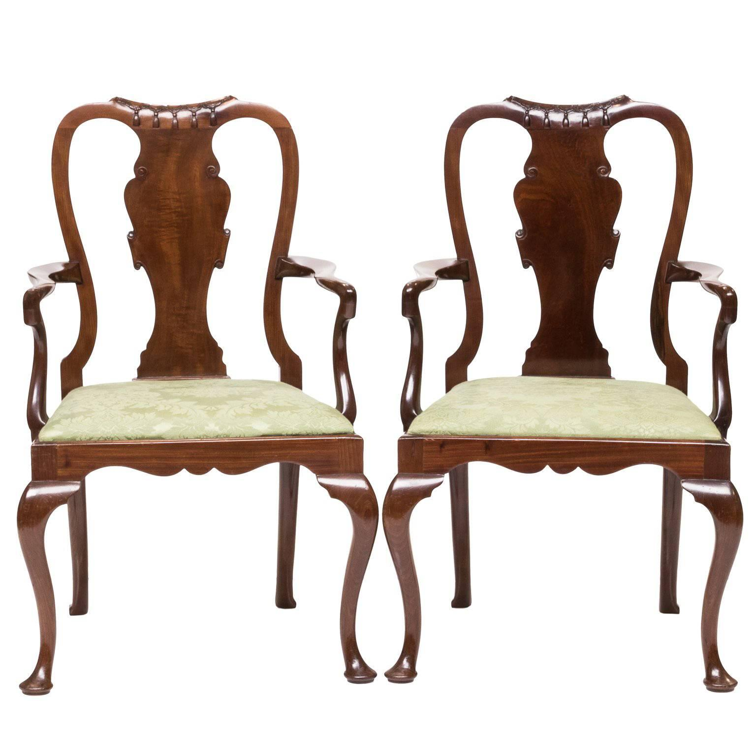 Attirant Pair Of 19th Century Queen Anne Childs Chairs