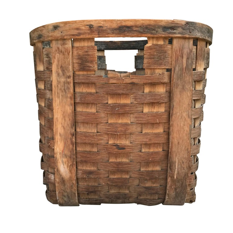 Hand-Woven Pair of 19th Century American Potato Baskets For Sale