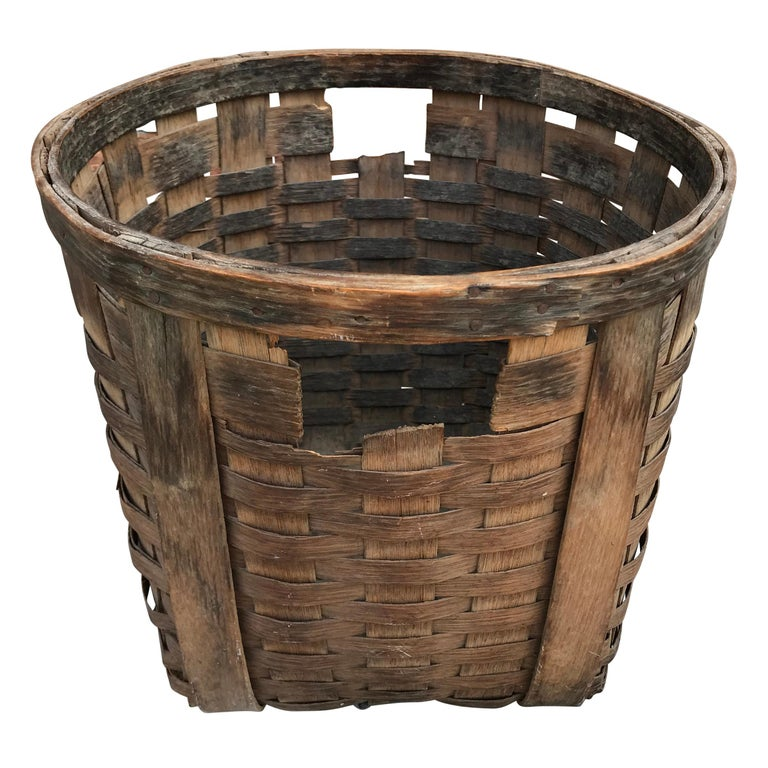 Pair of 19th Century American Potato Baskets In Good Condition For Sale In Chicago, IL