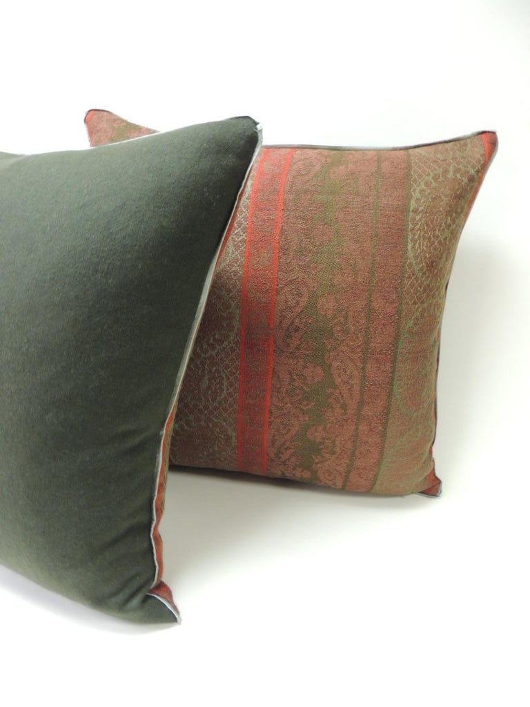 Pair of 19th Century Antique Woven Red Kashmir Paisley Square Decorative Pillows In Good Condition For Sale In Wilton Manors, FL