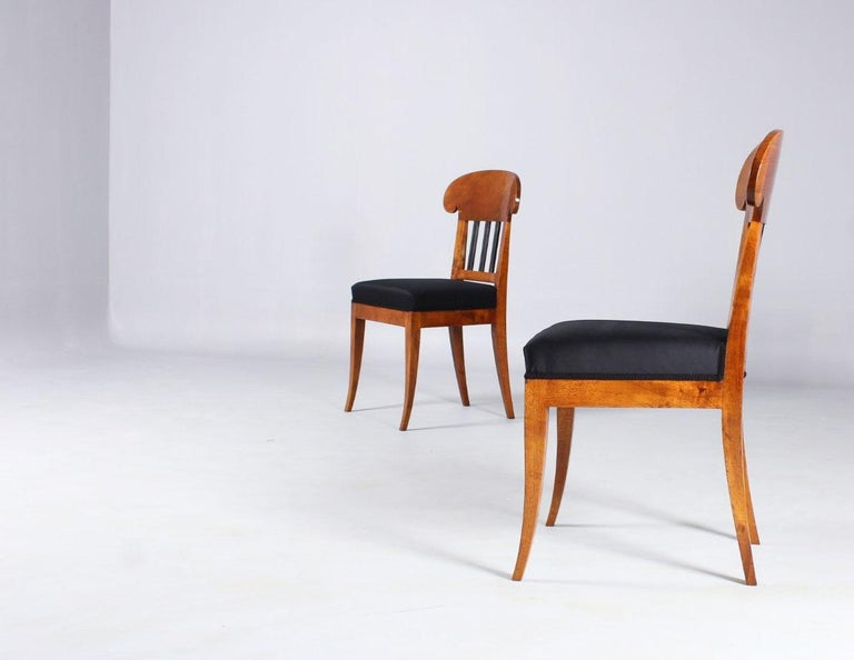 Pair of 19th Century Biedermeier Chairs, Southern Germany, Walnut, circa 1830 In Good Condition In Greven, DE