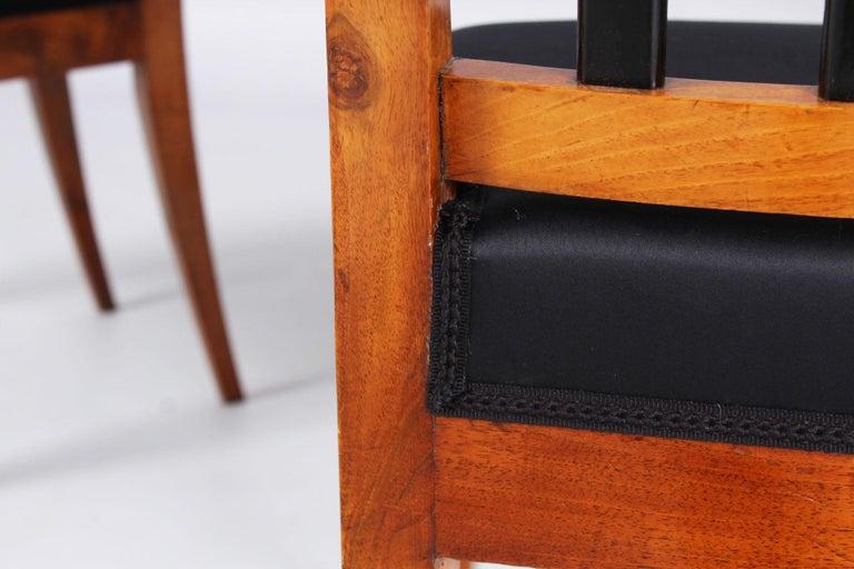 Pair of 19th Century Biedermeier Chairs, Southern Germany, Walnut, circa 1830 1