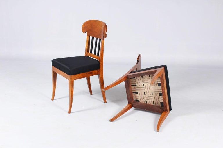 Pair of 19th Century Biedermeier Chairs, Southern Germany, Walnut, circa 1830 4