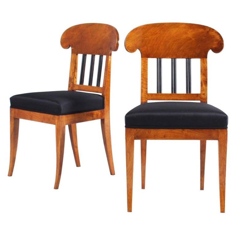 Pair of 19th Century Biedermeier Chairs, Southern Germany, Walnut, circa 1830
