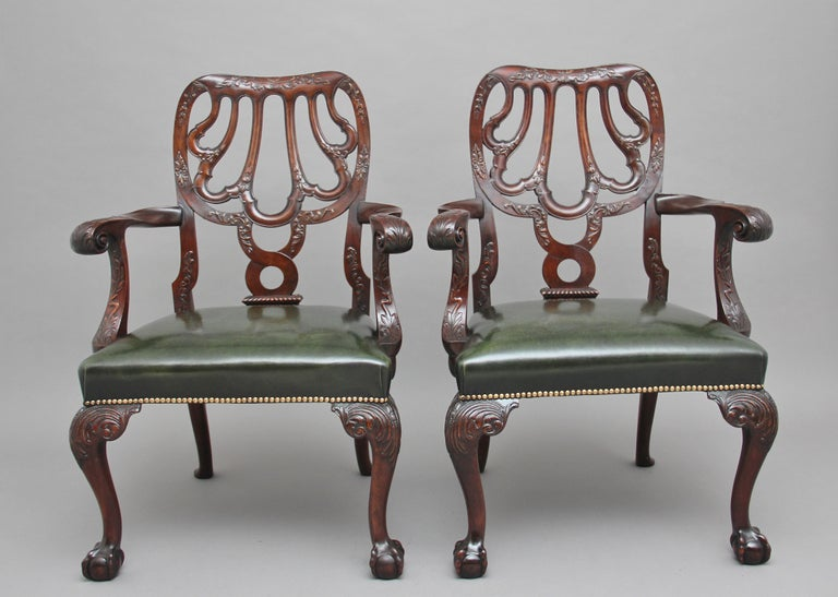 Victorian Pair of 19th Century Carved Mahogany Armchairs For Sale