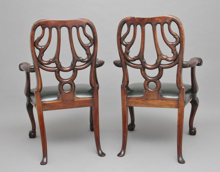 English Pair of 19th Century Carved Mahogany Armchairs For Sale