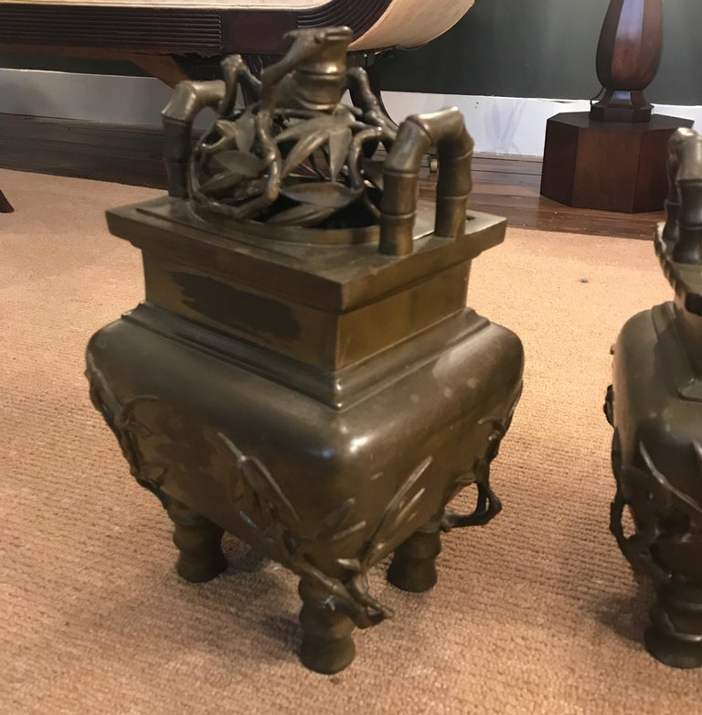 Pair of 19th Century Chinese Bronze Censer Urns In Good Condition For Sale In Lambertville, NJ