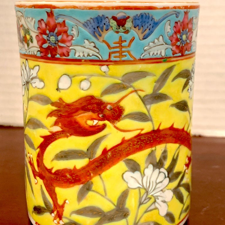 Hand-Painted Pair of 19th Century Chinese Export Famille Verte Yellow Dragon Motif Mugs For Sale