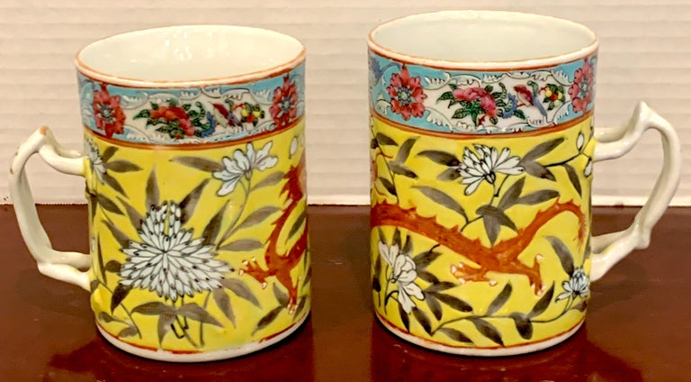 Pair of 19th Century Chinese Export Famille Verte Yellow Dragon Motif Mugs In Good Condition For Sale In Atlanta, GA