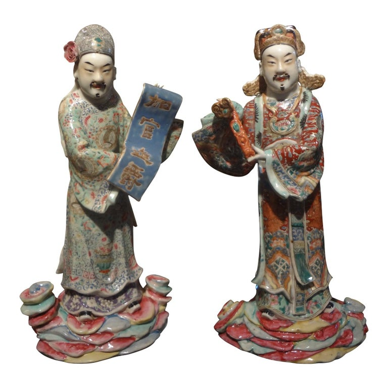 Pair of 19th Century Chinese Hand Decorated Porcelain Figures For Sale 9