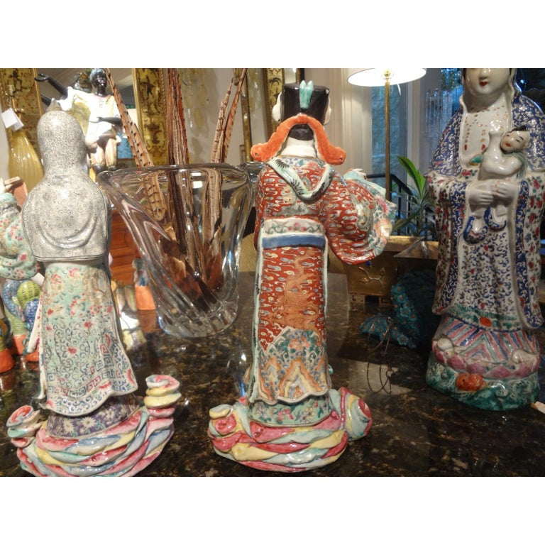 Pair of 19th Century Chinese Hand Decorated Porcelain Figures In Good Condition For Sale In Houston, TX